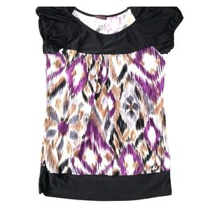 Multicolored short sleeve with banded bottom.